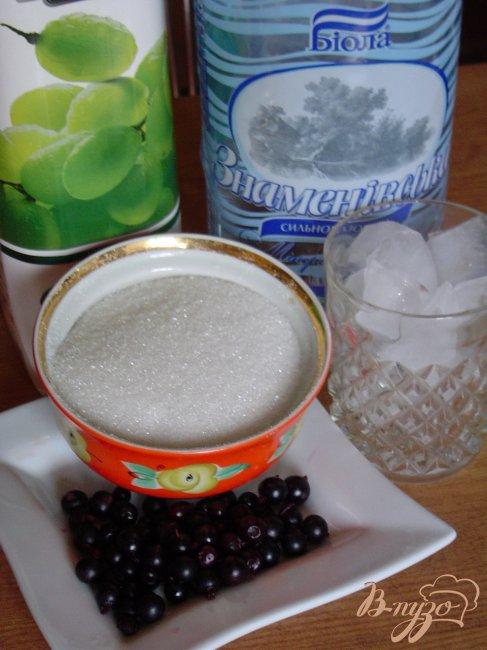 Фото приготовление рецепта: Напиток из смородины и винограда шаг №1