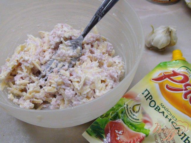 Фото приготовление рецепта: Рулетики из огурца с сырным салатом. шаг №1