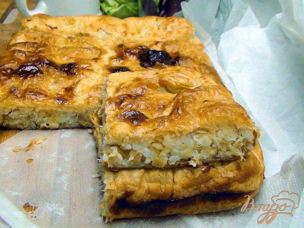 фото рецепта: Пирог с рыбой, рисом и жареным луком.