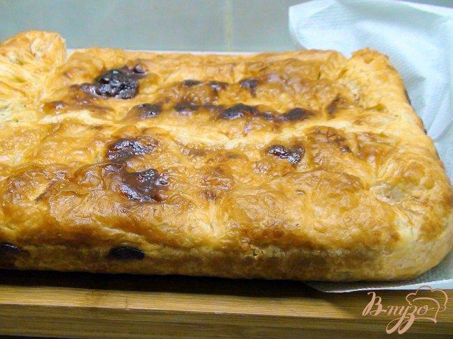 Фото приготовление рецепта: Пирог с рыбой, рисом и жареным луком. шаг №8