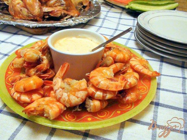 Рецепт Креветки жареные с чесноком, с розовым соусом.