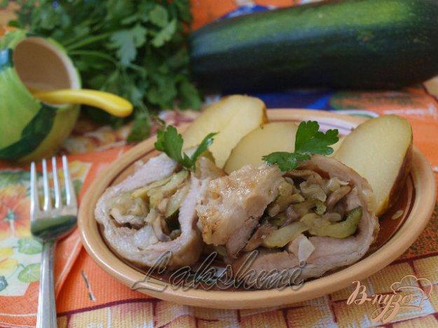 фото рецепта: Рулет из сала с овощами