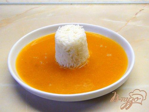 Фруктовый суп-пюре с заварным соусом и рисом.