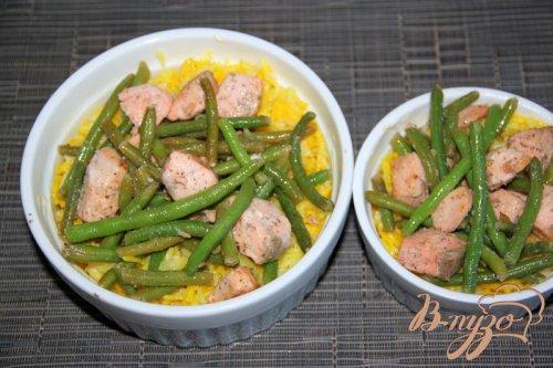 Запеканка из риса, лосося и спаржевовой фасоли