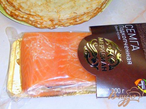 """Блинчики """"Северное сияние"""" со сметанным кремом и красной рыбой."""
