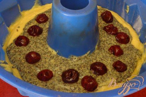 Нежный кекс с маком и вишнями