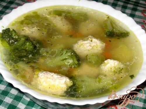 Суп с куриными кнелями и брокколи