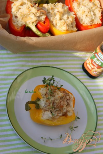 Перец, фаршированный рисом, куриным филе и сливочным сыром
