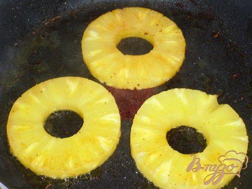 Шницель из филе индейки с ананасами