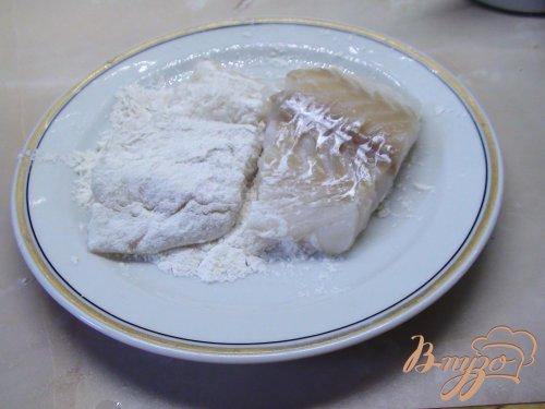 Треска, жаренная в кукурузной муке с картофельным пюре.