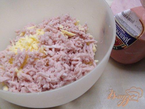 Сырный салат с ветчиной.