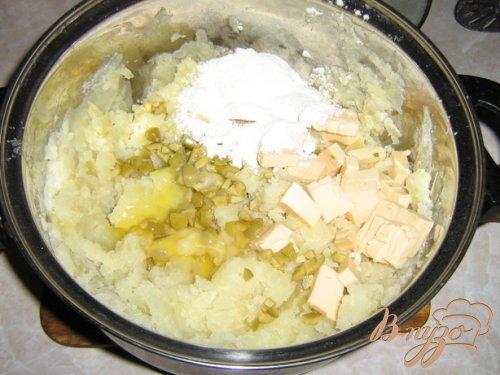 Картофельные крокеты с пикантной начинкой.