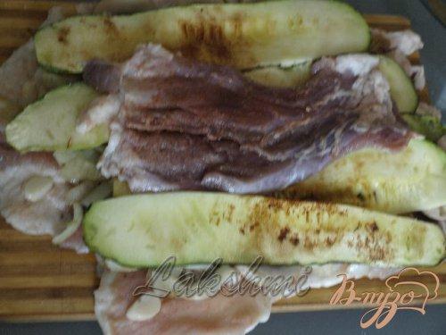 Рулет из сала с овощами
