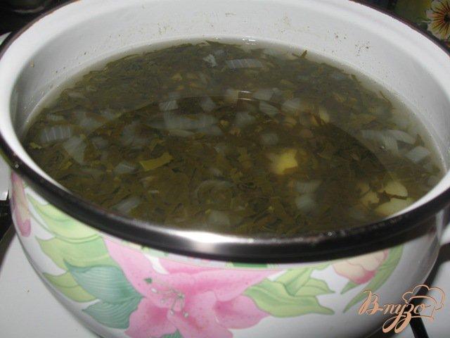 Фото приготовление рецепта: Холодный зеленый борщ шаг №4