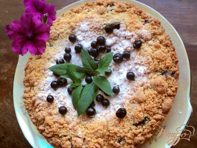 Фото приготовление рецепта: Пирог со смородиной. шаг №7