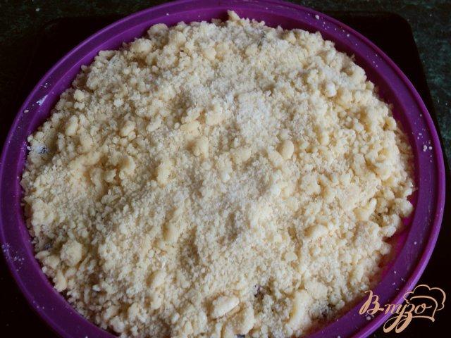 Фото приготовление рецепта: Пирог со смородиной. шаг №6