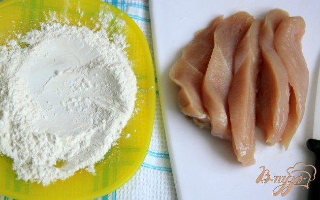 Фото приготовление рецепта: Куриные кусочки в пикантном томатном соусе шаг №1