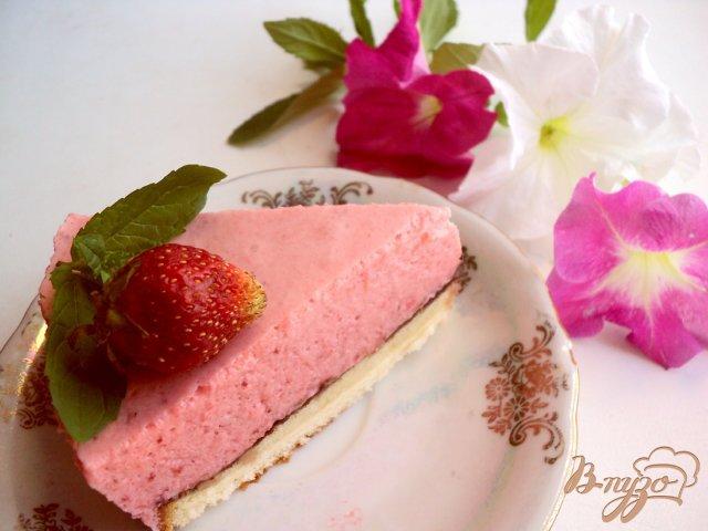 Фото приготовление рецепта: Торт « Клубника со сливками» шаг №11