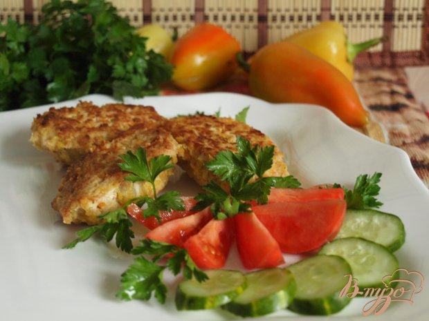 Фото приготовление рецепта: Куриные котлеты с яблоками и кукурузной крупой шаг №5