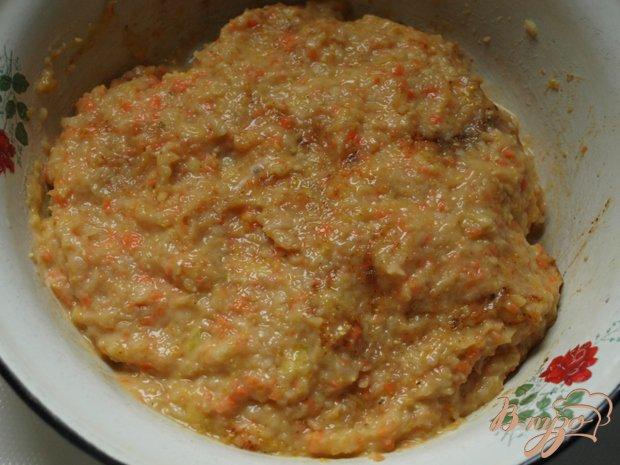 Фото приготовление рецепта: Куриные котлеты с яблоками и кукурузной крупой шаг №3