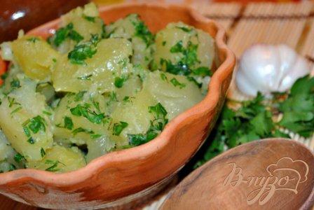 фото рецепта: Молодой картофель с чесноком и зеленью