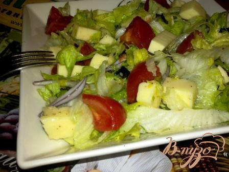 Рецепт Салат с айсбергом, помидорами и моцарелой