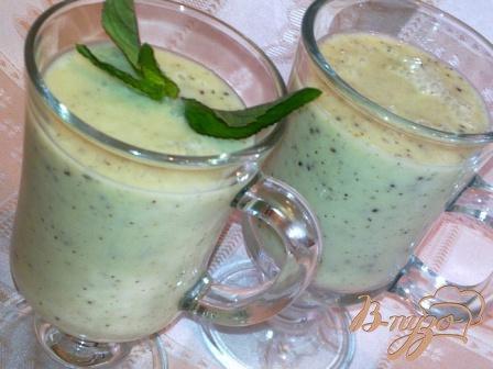 фото рецепта: Йогуртовый коктейль с бананом и киви