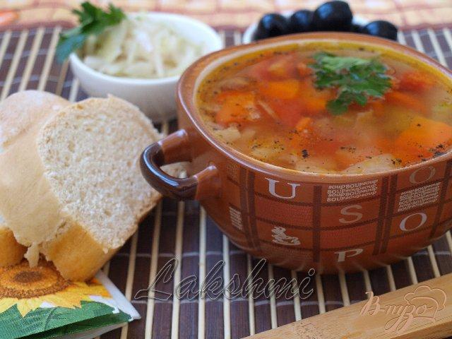 Фото приготовление рецепта: Фассолада - греческий фасолевый суп шаг №4