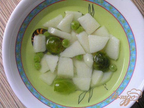 Фото приготовление рецепта: Овощной суп с брюссельской капустой шаг №2