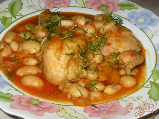 Рецепт Курица с фасолью в томатно-чесночном соусе.