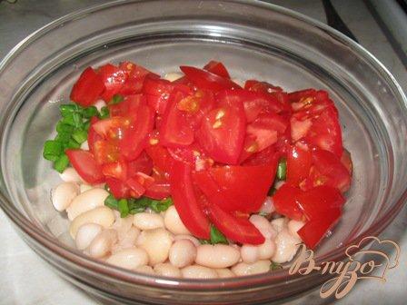Салат из помидор с фасолью