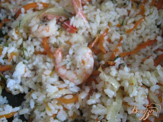 Фото приготовление рецепта: Рисовое кольцо с креветками шаг №7
