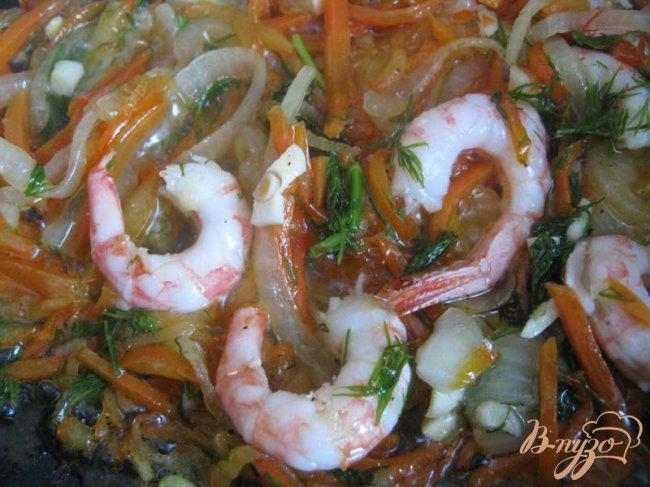 Фото приготовление рецепта: Рисовое кольцо с креветками шаг №6