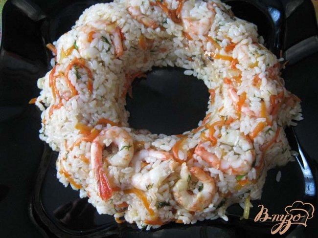 Фото приготовление рецепта: Рисовое кольцо с креветками шаг №9