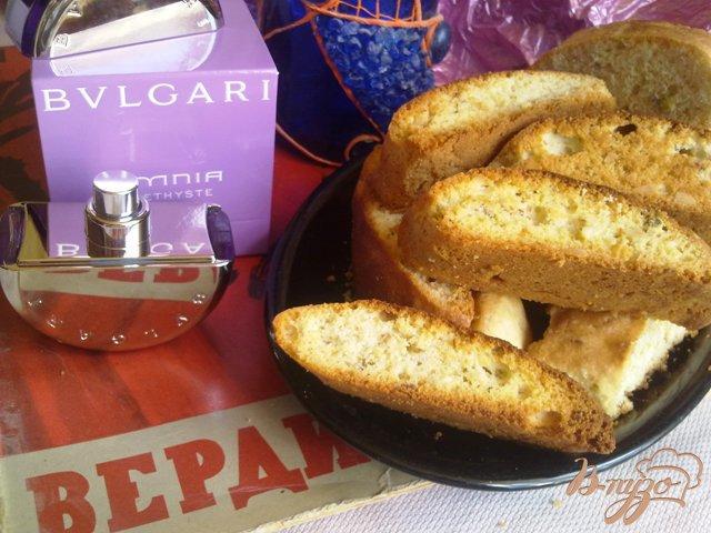 Фото приготовление рецепта: Cantuccini с миндалем и фисташками шаг №11