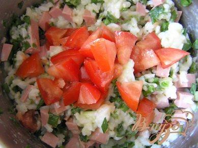Рисовая запеканка с ветчиной, зеленью и помидорами