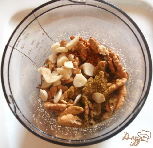 Фото приготовление рецепта: Жареные баклажаны с ореховой начинкой шаг №1