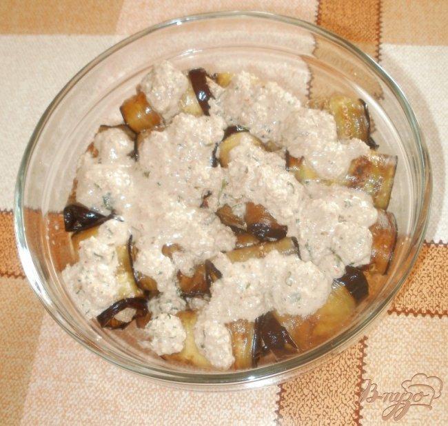 Фото приготовление рецепта: Жареные баклажаны с ореховой начинкой шаг №5