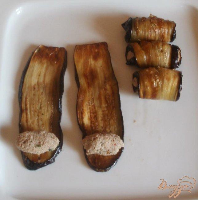 Фото приготовление рецепта: Жареные баклажаны с ореховой начинкой шаг №3