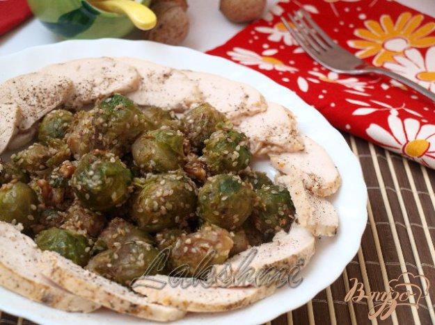 Рецепт Брюссельская капуста с кунжутом и грецкими орехами