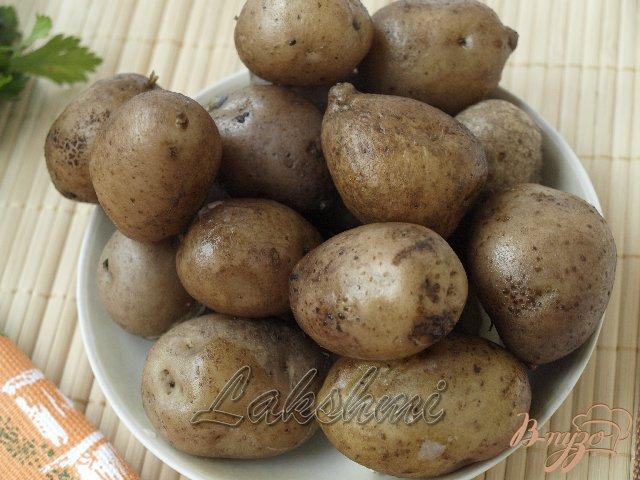 Фото приготовление рецепта: Постный картофельный салат с оливками шаг №1