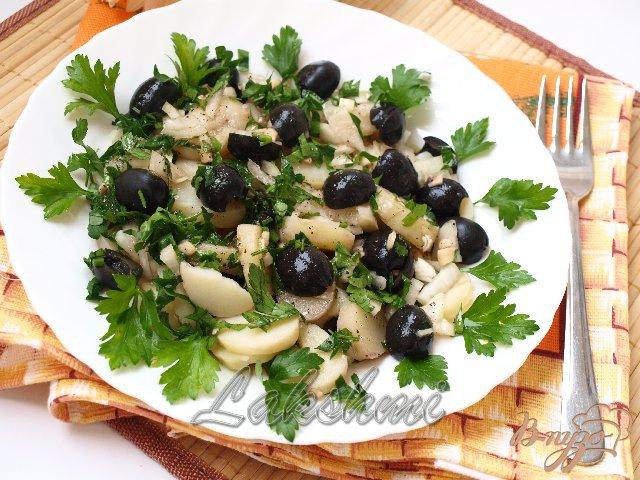 Фото приготовление рецепта: Постный картофельный салат с оливками шаг №4