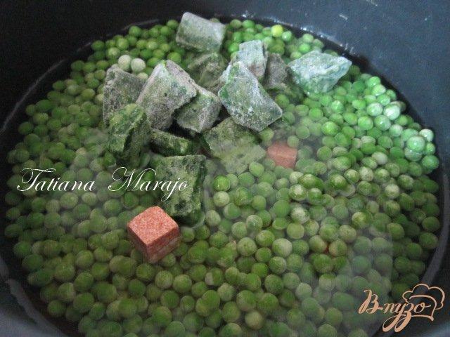 Фото приготовление рецепта: Горохово-шпинатный суп пюре со сливками и беконом шаг №1