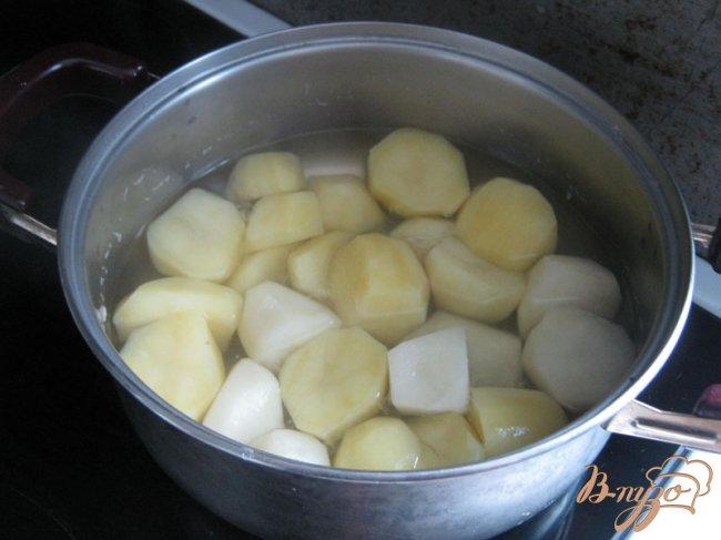 Фото приготовление рецепта: Картофельный пирог с мясом и овощами. шаг №1
