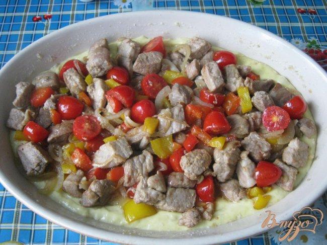 Фото приготовление рецепта: Картофельный пирог с мясом и овощами. шаг №10