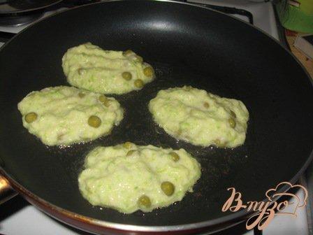 Оладьи кабачковые с зеленым горошком