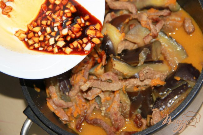 Фото приготовление рецепта: Баклажаны с говядиной шаг №6