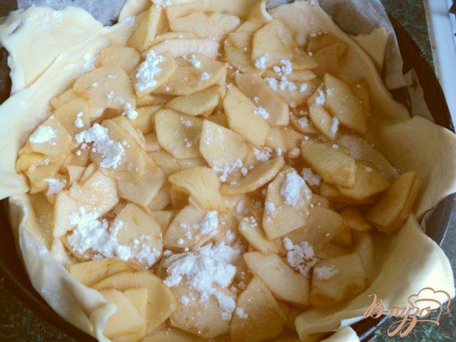 Фото приготовление рецепта: Пирог «Яблоки в коньяке» шаг №4