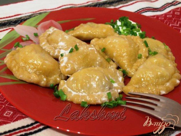 Рецепт Паровые вареники из постного тыквенного теста с начинкой из грибов и картофеля.