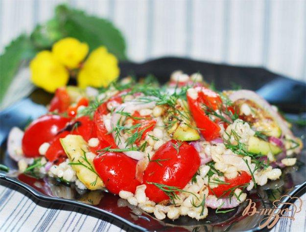 Рецепт Тeплый салат из перловки с овощами.